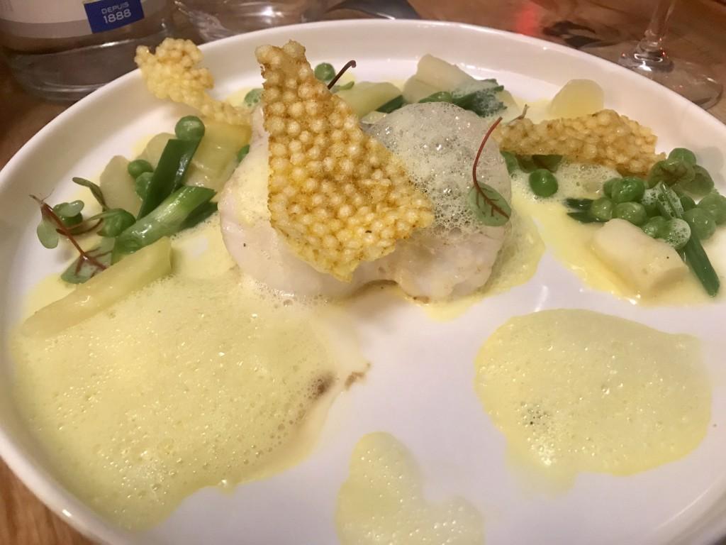 Pêche du jour / jardinière de légumes / mousseline d'oignon à la verveine / émulsion au safran du cap corse